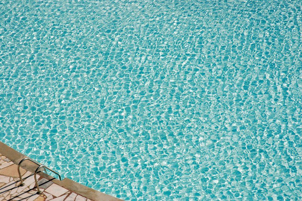 sauberes Pool